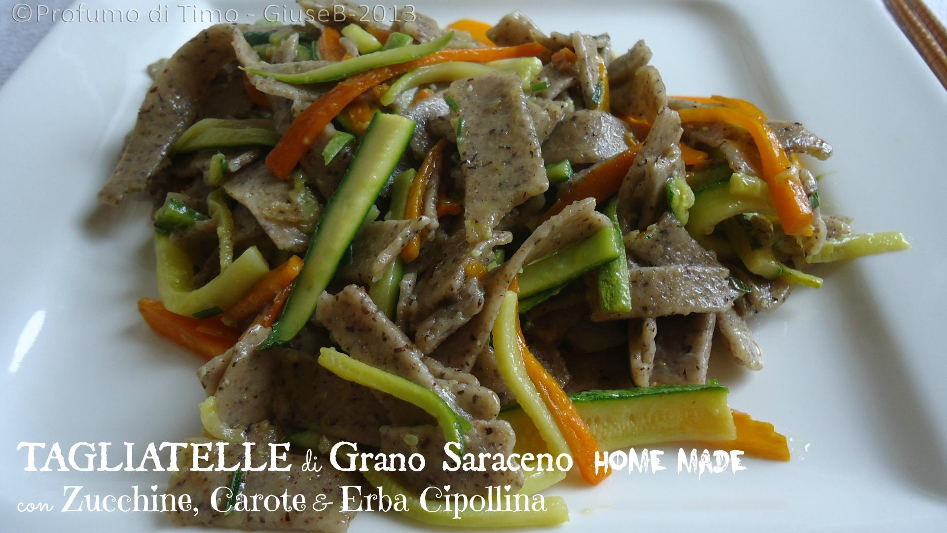 Tagliatelle di Grano Saraceno con zucchine, carote & erba cipollina