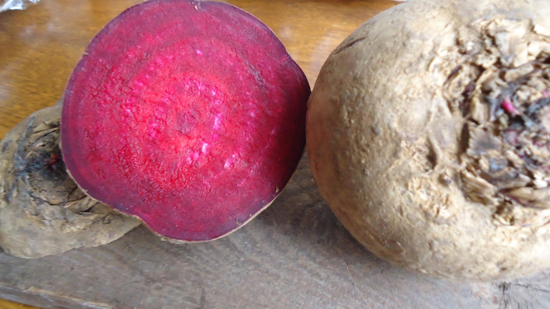 Barbabietole rosse in insalata calda
